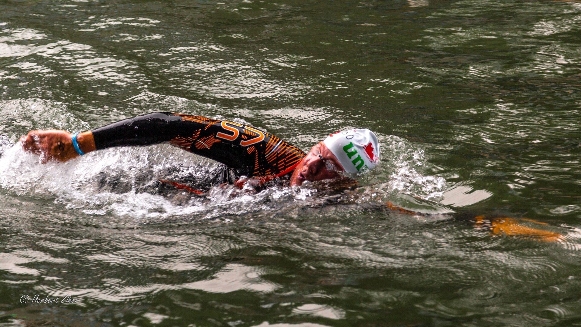 a-local-swim-zwemmer-2-herbert-ziher-.jpg