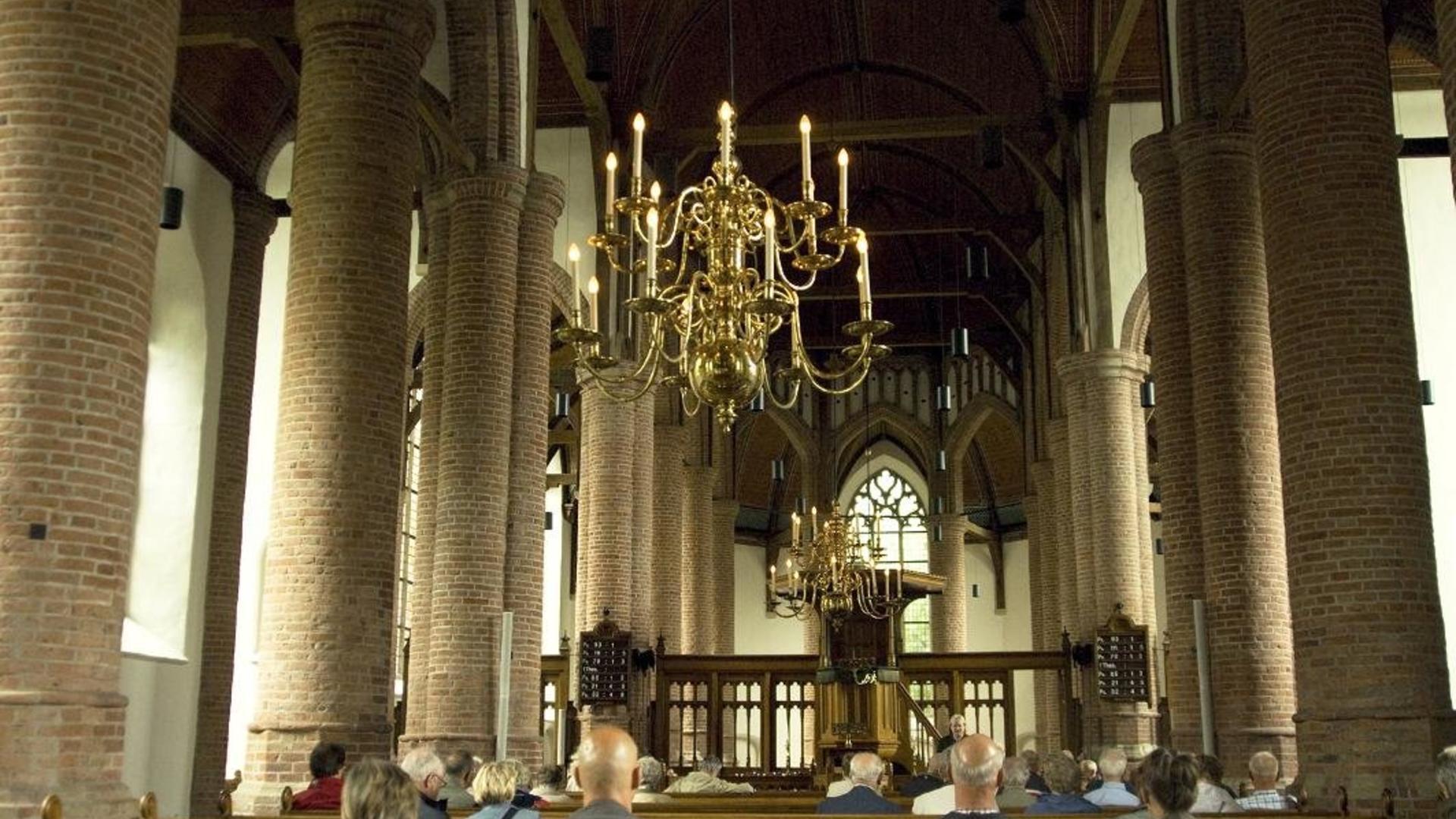 foto-oud-nicolaaskerk-binnen-klein.jpg