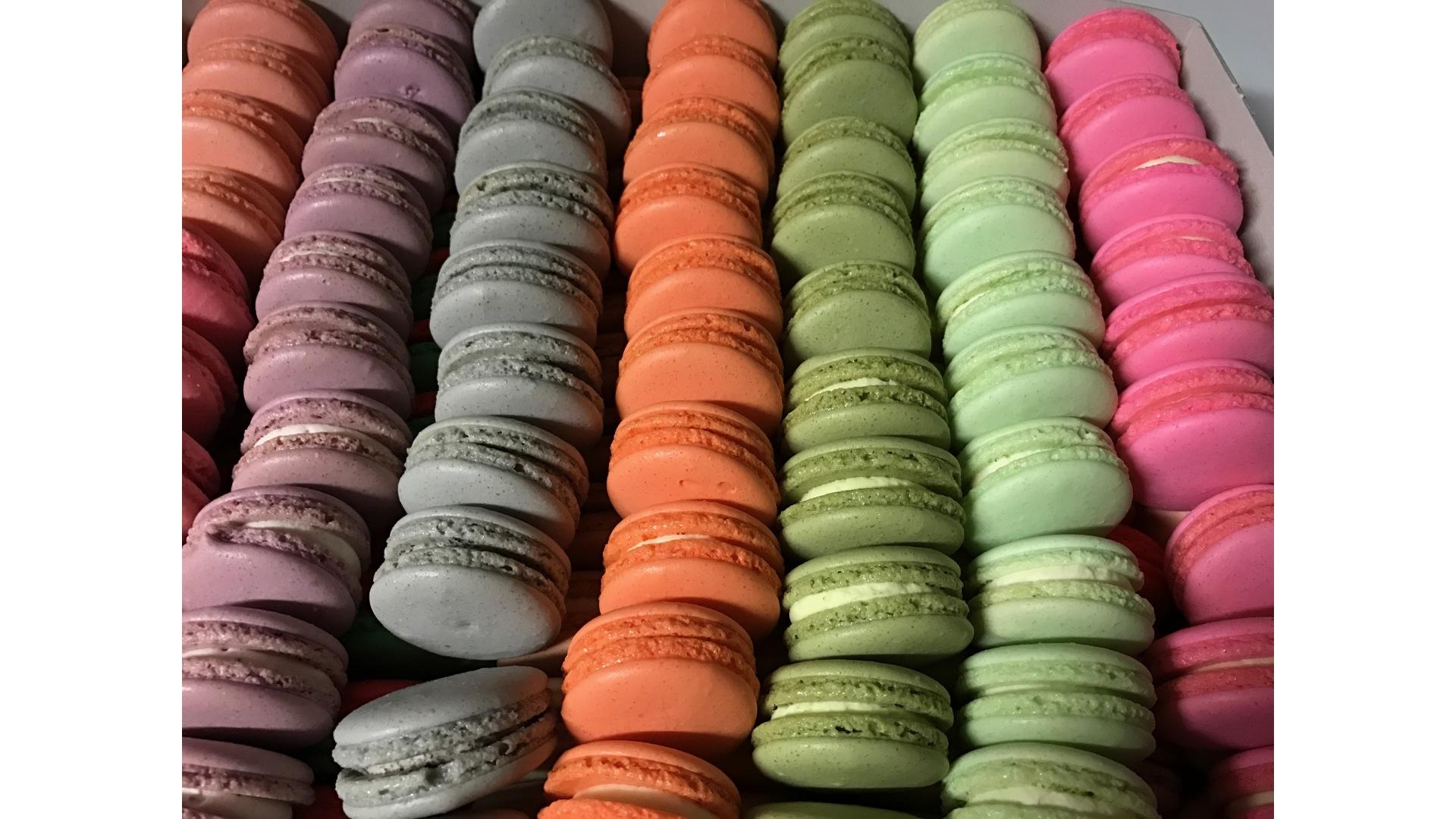 Macarons in allerlei kleuren en smaken