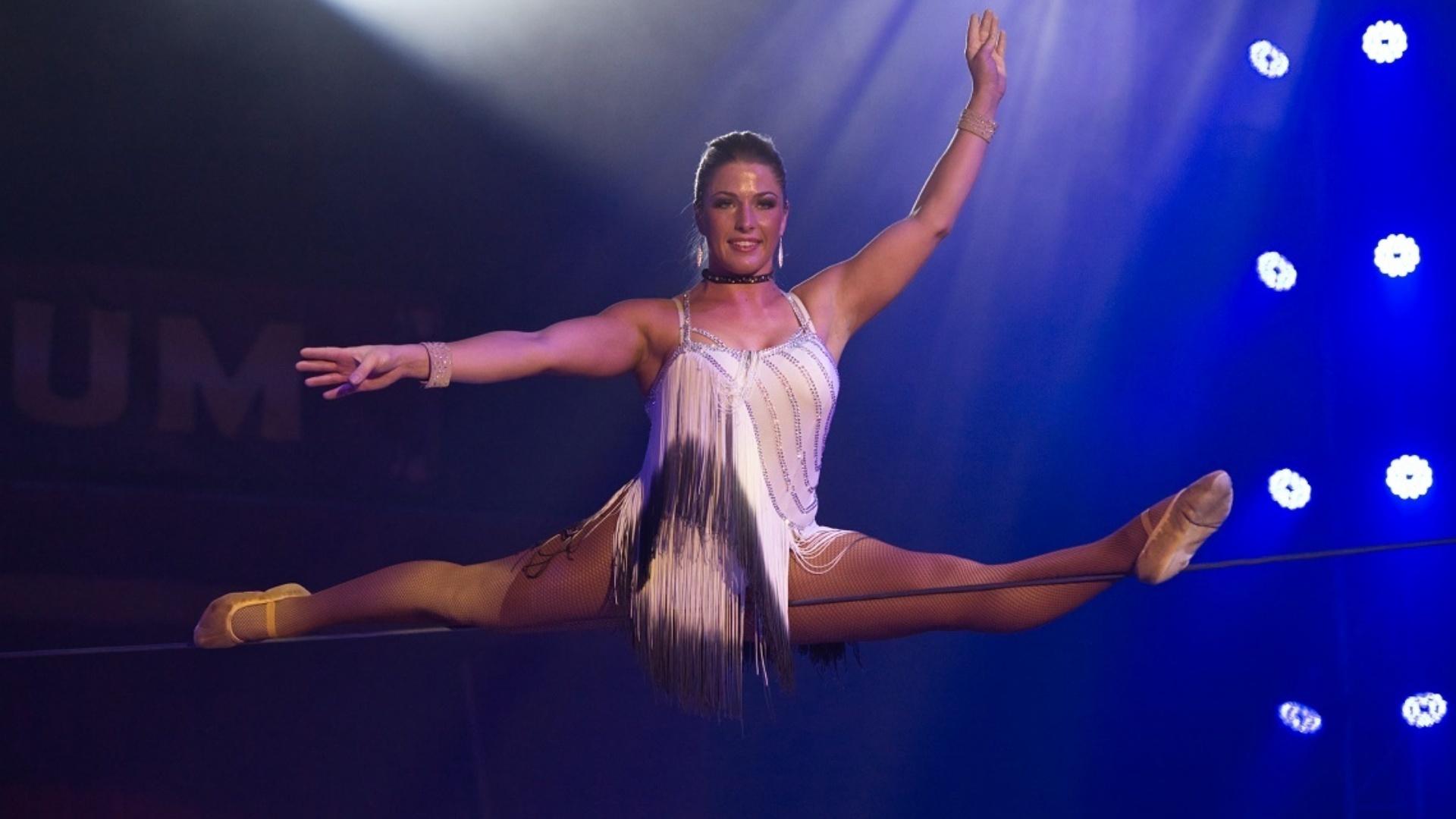 Circus Maximum Koorddansen Mandy Zinnecker