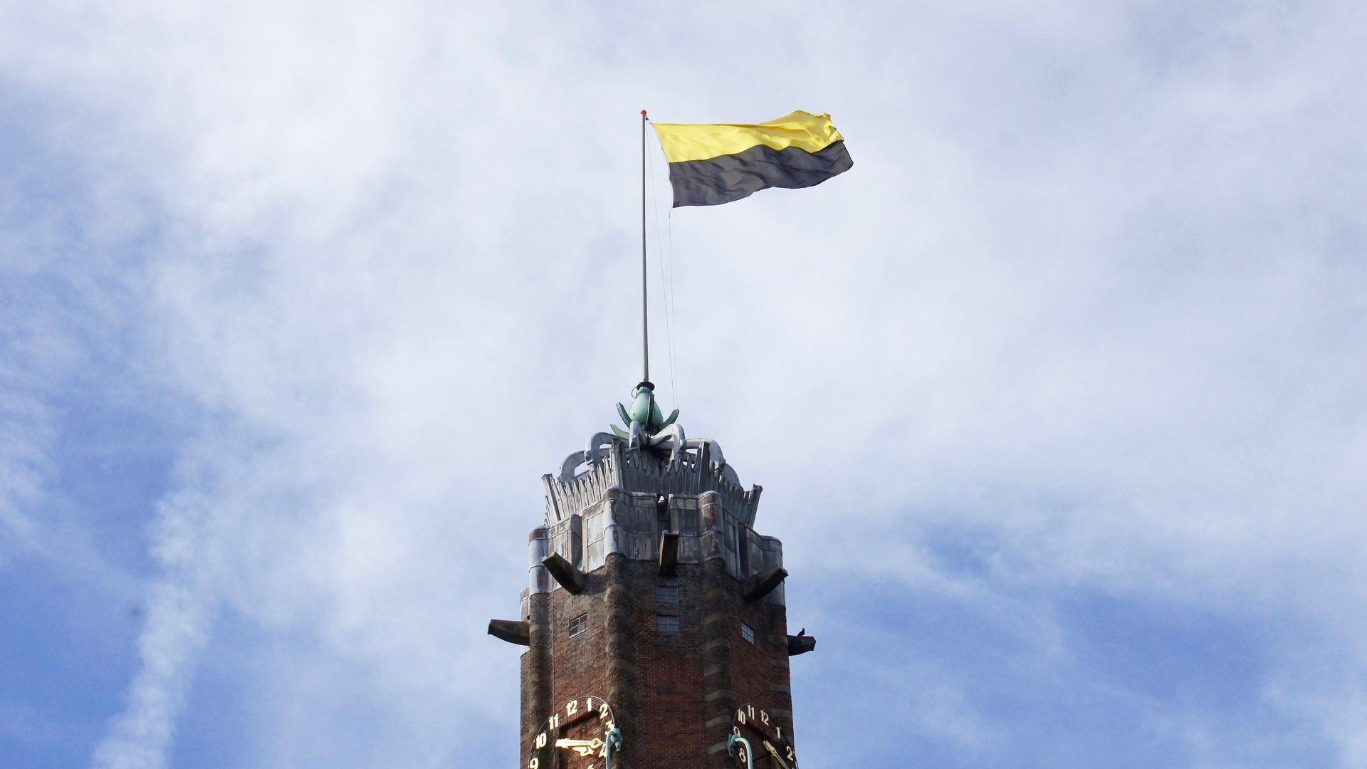 oude-nicolaas-met-vlag-bernard-brosi-.jpg