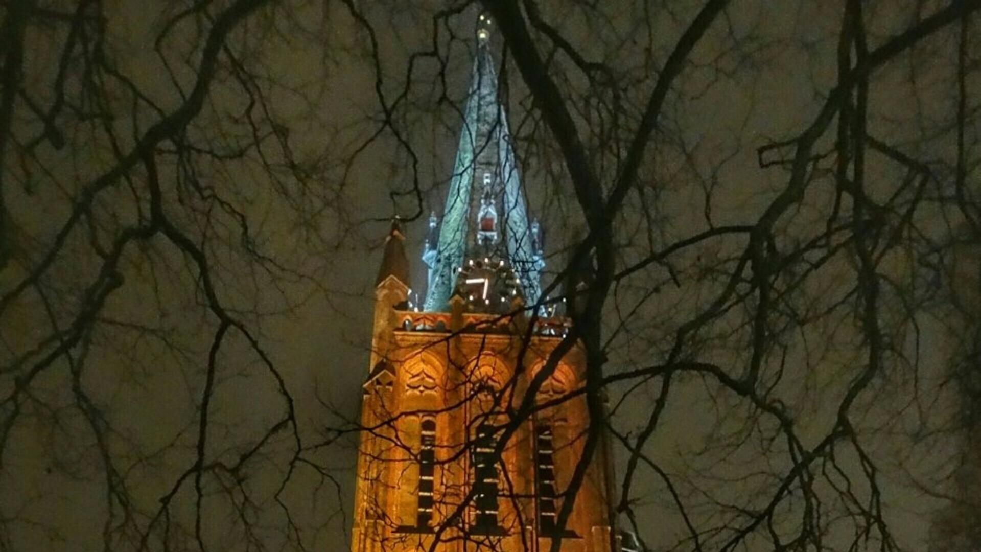 Verlichte Sint Nicolaasbasiliek I Foto: Dilia van Zon